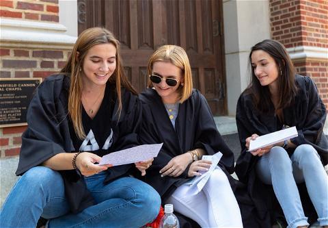 # TBT给2020届学生,阅读他们写给自己的信#蜘蛛🕷@ westthampton college 宣言.  我们已经迫不及待地想让你们这个周末回到校园参加2020年皇冠app毕业典礼了! ❤️💙🎓