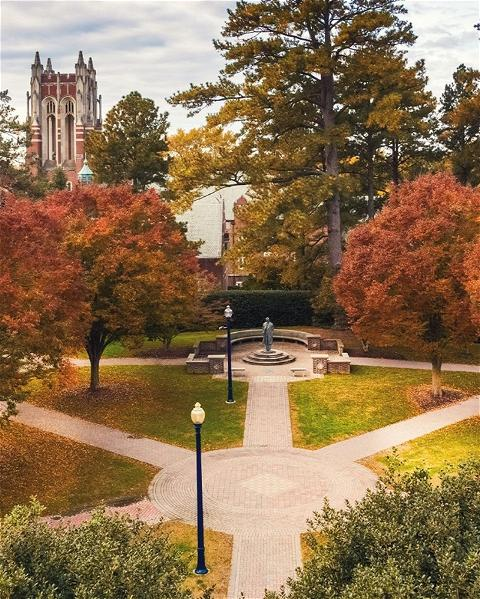 Wallpaper Wednesday? More like FALL paper Wednesday! Check out the latest additions to #URichmond's digital swag page — including a new video Zoom background just in time for crunchy leaf season. Visit the wallpaper Wednesday highlight on our profile to access the link.