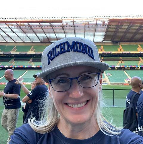 This week's #SpiderSpotting takes us to Twickenham Stadium in London where Heather Granato, '92, recently participated in a Walk the World charity event. #SpiderPride ❤️💙🕷   📸: @heathergranato