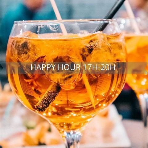 #osullivansfdr#happyhour⠀ .⠀ .⠀ Venez profiter de notre Happy hour 17h-20h ⠀ Bières 6,50€🍻⠀ Cocktails 8€ / Cocktails sans Alcool 6€ 🍹⠀ 2 Tapas 15€ 🍤  et beaucoup d'autres plats délicieux à partager ⠀ .⠀ .⠀ Notre terrasse n'attend plus que vous et votre bande de copains 😊⠀ Possibilité de réserver en terrasse, à l'intérieur et au patio.⠀ .⠀ .⠀ Une nouvelle playlist spéciale été 🎊🎼 ⠀ #happyhour#bieres#food#paris#afterwork#osullivanspub#musique#été#chaleur