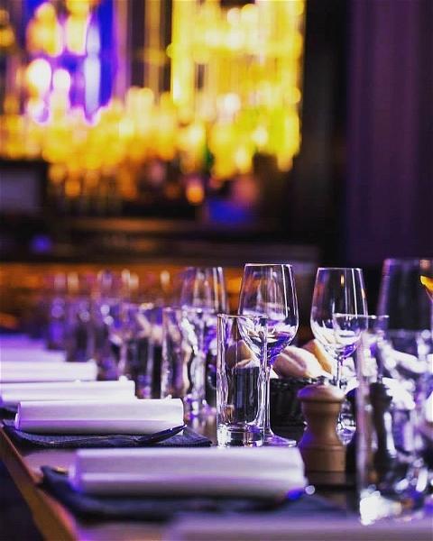 Rainy and Cold Sunday? 🌂🌧  Nous t'attendons O'sullivans FDR  #coffeetime☕  #servicecontinu 🍰  Thomas sera présent pour t'accueillir dans les meilleures conditions, dans une ambiance Chill 😀#sundayvibes   🍔FOOD 12H-00H sans interruption 🍔 🍻HAPPY HOUR 15H-20H 🍻#quedesbonnesnouvelles   #happylife#restaurant#happyhour#paris#food#foodstagram#irishcoffee#sunday#pluie☔️#champselysees