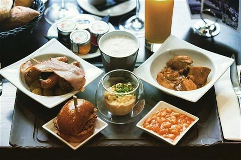 Only good news for you 🤩  Nous restons ouvert pour le bonheur de tous #unedernierebiereetonyva   NOS HORAIRES: ⏰#osullivansfranklindroosevelt  Lundi - Vendredi 12H- 21H  Samedi - Dimanche 12H- 21H   #happyhour 15H-20H 🍻  #foodservice 18H-20H 🍔  #irishpub#restaurant#paris#irishcoffee#champselysees#burger#happyhour#biere#chill
