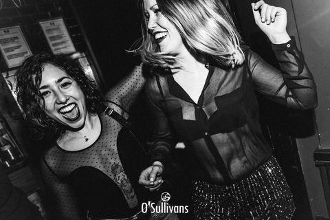 VOUS NOUS MANQUEZ #osullivansfranklindroosevelt   Les bars Restaurants doivent rester fermés jusqu'au 20 Janvier minimum #triste   Cette année nous pourrons pas fêter les fêtes de fin d'année  tous ensemble, L'année prochaine, nous vous promettons de vous offrir la meilleure soirée de votre vie #paroletenue  Prenez soin de vous et votre famille durant cette période de fête 👨👩👦👦👨👩👧👧#lasantéavanttout   On vous aimes 🧡💚#nosclientssontlesmeilleurs#irishpub#champselysees#bar#restaurant#foodphotography#fete#blackandwhite#irishcoffee#paris#biere#cocktails#dance#fetedefindannee#osullivanspubs