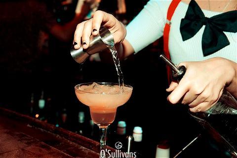 Courage, c'est bientot le week end ! Le #RebelBar vous invite à profiter de son Happy Hour qui est aussi sur les COCKTAILS ! 🍹  Get ready to enjoy your week end at your #IrishPubChatelet. Don't be shy, come see us in the #Marais 😎⠀ .⠀ .⠀ .⠀ .⠀ .⠀ .⠀ .⠀ .⠀ .⠀ .⠀ #OSGroup #Osullivans #BarChatelet #IrishPubParis #PubIrlandais #CocktailParis