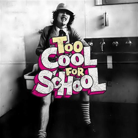 The Rebel spirit can be found in AC/DC ⚡️ On vous donne deux ou trois inspirations pour la Too Cool For School du 26 Septembre 🤘 On invite tous les mauvais garçons et filles à boire un coup au Rebel Bar, LE pub Irlandais du Marais et Châtelet !  C'est Jell-o-shot pour toutes les personnes déguisées 🍻