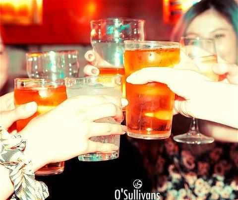 🍻 Cheers  ▪️ ▪️ #weekend = #championsleague ⚽ #friday 9PM  @manchestercity VS @realmadrid @juventus VS Olympique Lyonnais  ⚽ #saturday 9PM @fcbarcelona VS @Naples @fcbayern VS @chelseafc ▪️ ▪️ ⭕ #NEW #fullHD #SCREENS ▪️ ▪️ 🍕 #hungry ? #food from 6PM  #restaurantinparis #restaurant #bar #pub #sport #sportbar #football #liguedeschampions #beer #freshbeer #draughtbeer #snacks #burger #planchemixte