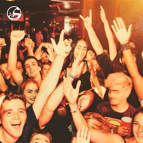 🍻Happy Birthday !⠀ Today la Rockmy Thursday fête ses 10 ans.⠀ ⠀ @rockmyofficial x #osullivanspigalle vous réservent encore de nombreuses soirées pour les 10 prochaines 😜⠀ ⠀ ▪️⠀ #rockmy #thursday #party #partytime #love #bar #rock #music #pub #dj #beer #redcups #crazy #osullivansbythemill #concert
