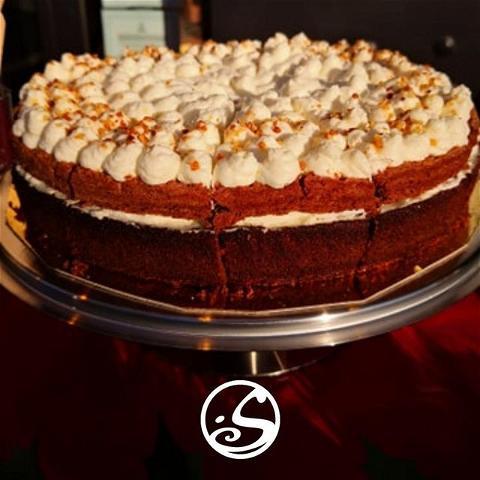 🎂Guess who's open ?⠀ ⠀ C'est reparti pour quatre jours de folie.⠀ ➡️ C'est à notre Pop-Up que tout se passe ⬅️⠀ ⠀ Vous voyez ce gâteau ? Il est bien fait maison, et oui !⠀ Pour en avoir, rendez-vous du mercredi au dimanche de 12h00 à 17h30.⠀ ⠀ #cake #homemade #homemadecake #food #foodies #pornfood #sweet #sugar #chocolate #beer #cider #streetfood #paris #parisstreetfood #paris #takeaway #pigalle #moulinrouge #osullivanspigalle #osullivans