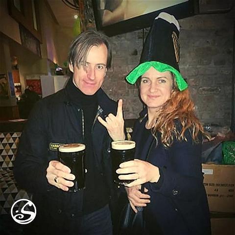 🤘 READY TO JIG⠀ ⠀ Cette année pas de St Patrick dans les bars, alors la #paddysday viendra à toi !⠀ 🍀 Dès aujourd'hui vente de kits pour emporter un peu d'Irlande avec toi #adopttheirishtouch⠀ ➡️ Chapeaux, barbes, bretelles... #goodies / Pintes et bouteilles #beer⠀ Ne loupe pas le