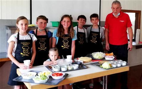 Kochen mit Papa Schlumpf😋#sommerferien #kinder#spass #familien#swisslodge