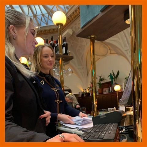 Under dina tre år på Rönnowska har du sammanlagt 15 veckors utbildning på en riktig arbetsplats. I snitt betyder det...