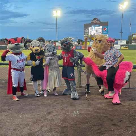 WebstUR had a great time hanging out with some of his pals at The Diamond cheering on a gosquirrels victory!  #OneRichmond x #GoSquirrels