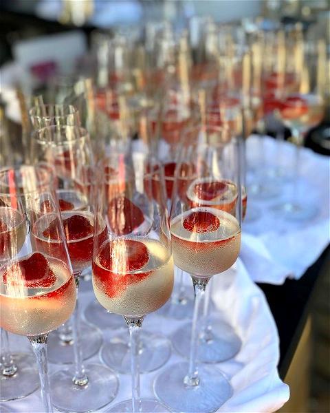À la recherche d'un lieu insolite pour vos évènements à venir ? Et pourquoi pas @villadjunah ?  Contactez-nous sur event@villa-djunah.com pour découvrir nos offres sur mesure 💯  #villadjunah  #djunahliving #weddingvenue #partyvenue #groups #mariagecotedazur #frenchriviera