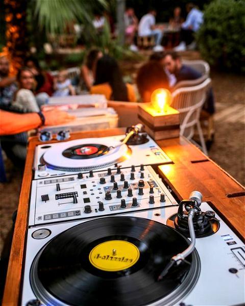 La fête nous manque ... Et vous ? 🤔  #villadjunah #djunahliving #outdoordj #vinyl