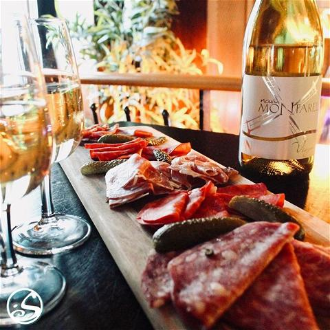 WINE 🍷 NOT ? 🤷 ⠀ ⠀ 🍷🍷 2 Verres de vin, (Rouge, Blanc, ou Rosé) + ⠀ 1 Planche (Fromage 🧀 ou Charcuterie 🥓) ⠀ = 22 € 😋⠀ ⠀ - -⠀ ⠀ Working NINE ✍️ to WINE 🍷⠀ ⠀ Enjoy our Wine Wednesday and Thursday Thursday deal! Every Wednesday and Thursday, purchase 2 glasses of Red, White or Rosé 🍷🍷 with either a cheese 🧀  or a charcuterie board 🥓  for ONLY 22€ !!! 🤗 ⠀ ⠀ #osgb #osullivans #grandsboulevards #paris # winewednesday #apero #afterwork  #wine #vin #partager #irishpub #pub #food #charcuterie #restaurant