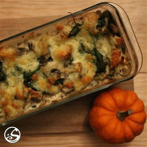 SPINACH & ARTICHOKE STUFFING ! ⠀ - - ⠀ ⚠️ J-4 Thanksgiving ⠀ - - ⠀ 🍽 Aucun repas de Thanksgiving n'est complet sans farce ! Il y a plusieurs façons de faire de la farce, mais la meilleure est d'utiliser des ingrédients frais, et d'ajouter une touche française pour faire la vôtre : la crème de la crème ! 🤤 ⠀ 🔗 Voici la recette à suivre ! https://buff.ly/338bysk⠀ - - ⠀ #osgb #osullivans #thanksgiving #irishpub #irishrestaurant #paris #grandsboulevards #food #cookingfromhome #sundayfunday #freshingrediants