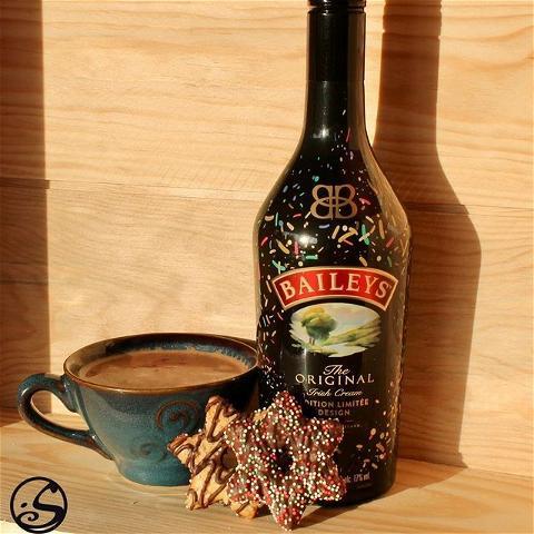 JOYEUSE SAINT NICOLAS 🎅 ⠀ - - ⠀ ☕️ Réchauffez-vous avec un chocolat chaud et un peu de crème irlandaise Baileys ! ⠀ 🍪 N'oubliez pas de laisser des biscuits pour la Saint Nicolas ! ⠀ - - ⠀ L'abus d'alcool est dangereux pour la santé, consommez avec modération. ⠀ - - ⠀ #osgb #osullivans #grandsboulevards #paris #chezvous #hotchocolate #chocolatchaud #baileys #irishhotchocolate #irishpub #irishbar #noel #christmas #cookies #buiscuits