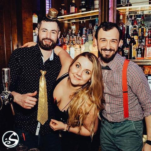 ALMOST TIME TO SAY AU REVOIR À 2020! 🎉 - -  #throwback à la fête du Nouvel An !🍾 Jetez un coup d'œil 👀 à un article sur les événements du Nouvel An de l'année dernière ! 👇 https://www.osullivans-pubs.com/event/reveillon-jour-an-2021/ - -  #osgb #osullivans #paris #grandsboulevards #bar #bartender #irish #irishpub #newyearseve #party #fete #goodbye2020 #tbt