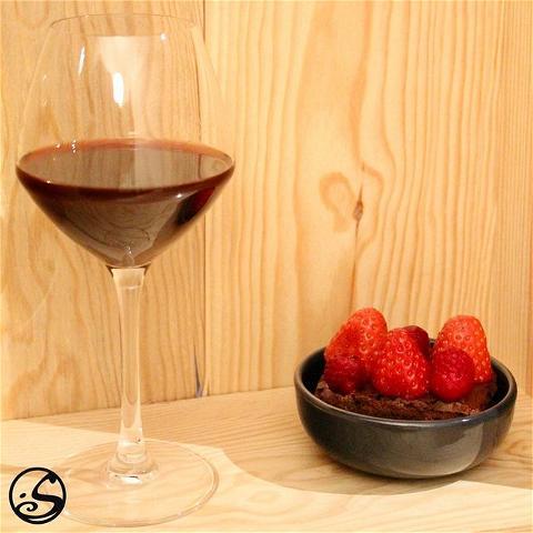 ❤️BONNE SAINT-VALENTIN !🥰 - -  🍫 Qu'est-ce que le dessert ? Brownies au chocolat et au vin rouge ! 🍷  💘 Que vous fêtiez la Saint-Valentin avec des amis ou un être cher, rien ne dit mieux