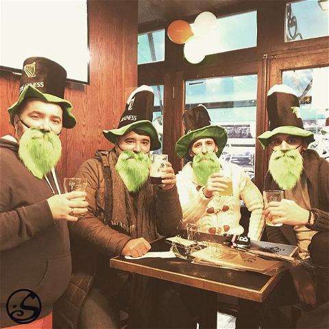 🍀 CHEERS TO GREEN BEARDS 🍀 - -  #flashbackfriday à la Saint Patrick ! 🎩 Dans seulement 12 jours ! Cette année peut sembler un peu différente, mais nous nous sommes engagés à maintenir l'esprit vivant ! Restez à l'écoute pour savoir comment vous pouvez célébrer chez vous et avec O'Sullivans aussi ! 🍻 - -  👇 Racontez-nous dans les commentaires votre souvenir préféré de la fête de la Saint Patrick avec nous !  - - #osgb #osullivans #paris  #grandsboulevards #beer #cheers #biere #saintpatricksday #guinness #green #irish #irishbar #irishpub #pub #bar