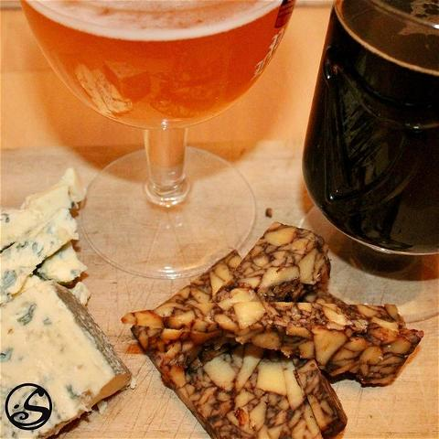 SAY CHEESE! 🧀 - -  Bonne journée mondiale du fromage ! 🎉 Quel est votre #fromage préféré ? 🧐 - -  Pictured here are 2 Irish cáis 🧀🧀 (that #cheese in Irish! 😉): Cahills Porterhouse Cheddar paired best with an #IPA & Cashel Blue Cheese paired best with a #stout, or in other words a #Guinness ! 🍺 What is your favourite cheese? 👇 - -  #osgb #osullivans #journeemondialedufromage #irish #irishpub #irishbar #irishfood #saturdayvibes #weekend #pun
