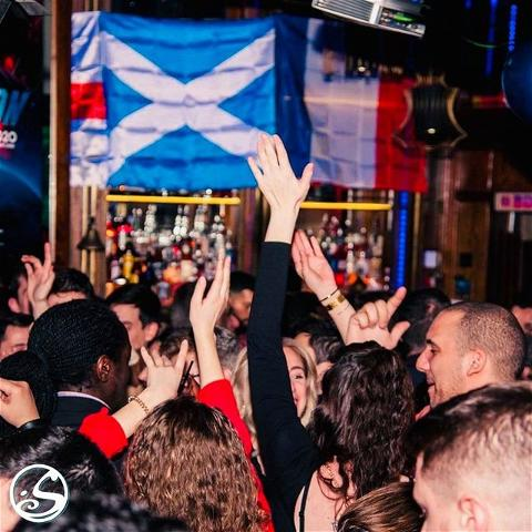 PUT YOUR HANDS UP IN THE AIR! 🙌 - -  #ThrowbackThursday to our wild and fun dance parties! 🎉 No party like an O'Sullivans party! Today marks #internationaldanceday and we can wait to see your new dance moves once we are back up and running! 😉 - -  We want to know what is your goto dance move? 💃 is ti the electric slide? ⚡️ Irish jig? ☘️ or the 2 step? 👯♀️ Let us know below!👇 - -  #osgb #osullivans #irishpub #irishbar #party #dance #tbt #memories  #club #dj #soirée #paris #danse